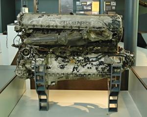 Tento motor Rolls-Royce Merlin pochází z Hurricanu, který během bitvy o Francii pilotoval Flying Officer Peter Beverley Robinson z 601. peruti. Při patrole nad přístavem Dieppe byl 7. června 1940 sestřelen a nejprve prohlášen za nezvěstného. Naštěstí se však vrátil nezraněn do vlasti a mohl se zúčastnit Bitvy o Británii. FOTO: Jaroslav Beránek
