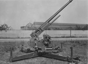 7,5 cm kanón proti letadlům vz. 37 s křížovou lafetou v palebném postavení