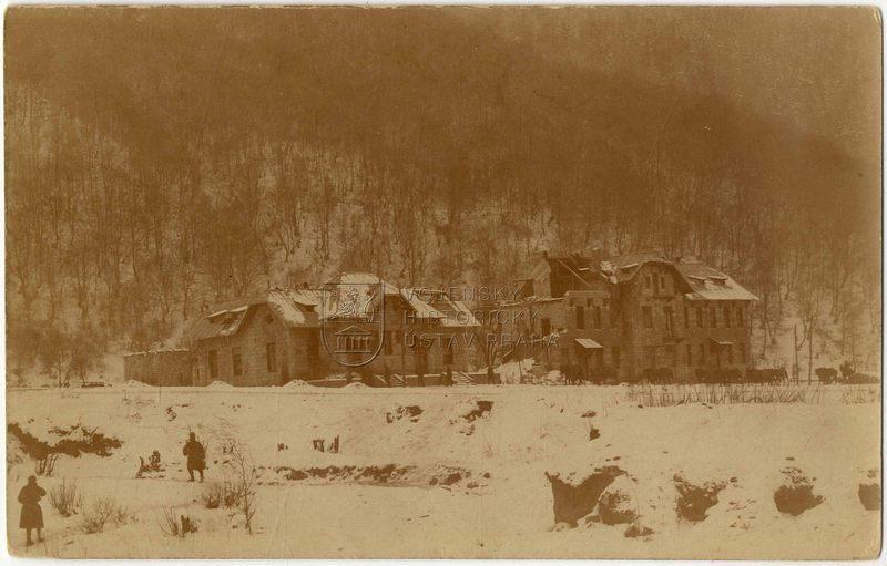 Budovy celnice po zásahu dělostřeleckým granátem, 1917