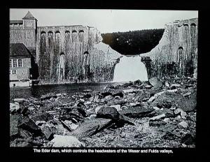 """Součástí expozice věnované """"dambusterům"""" je i promítání dokumentárního filmu, v němž nechybějí ani záběry přehrad, pořízených z průzkumných letadel po náletu. FOTO: Jaroslav Beránek"""