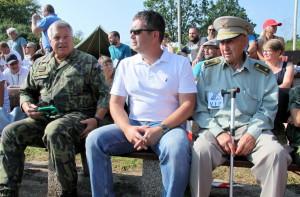Zleva: armádní generál Pavel Štefka, ministr vnitra Jan Hamáček, brigádní generál Václav Kuchyňka - veterán druhé světové války