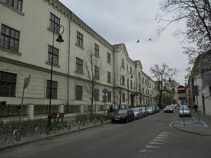 Wojewódzka Biblioteka Publiczna na ulici Rajska číslo 1, kde se uskutečnila vernisáž výstavy. Foto: J. Plachý