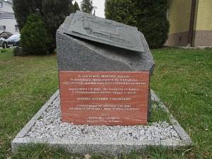 Pomník na místě tábora československých vojáků v Malých Bronovicích (dnes část Krakova), který byl odhalen v roce 2017.