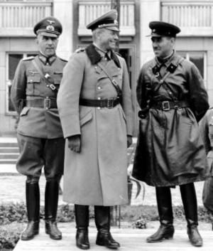 Společná přehlídka vítězného Wehrmachtu a Rudé armády v Brestu Litevském 22. září 1939. Uprostřed německý generál Heinz Guderian, vpravo sovětský generál Semjon Krivošejn. (Foto: Bundesarchiv)