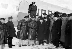 Slavnostní uvítání posádek Aeroflotu na letišti Berlín-Rangsdorf u příležitosti zahájení pravidelného leteckého spojení mezi Moskvou a Berlínem v neděli 21. ledna 1940 (Foto: Národní archiv)