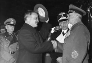 Návštěva ministra zahraničí Sovětského svazu Vjačeslava Molotova v Berlíně v listopadu 1940. Vlevo Vjačeslav Molotov vpravo Joachim von Ribbentrop. (Foto: Bundesarchiv)