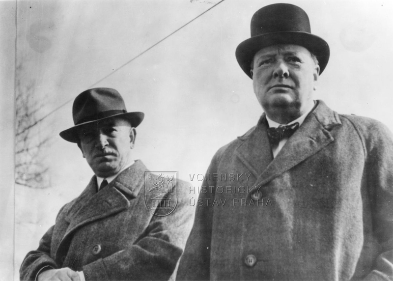 Winston Churchill a Edvard Beneš na návštěvě u československé jednotky