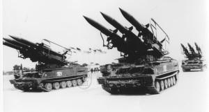 Odpalovací zařízení protiletadlového raketového komplexu 2K12 Kub z výzbroje československé armády na přehlídce