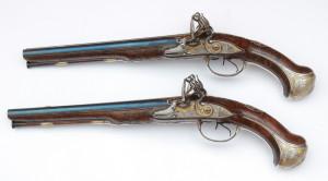 Pár dvouhlavňových pistolí z dílny puškaře Jacquese Penela. FOTO: VHÚ