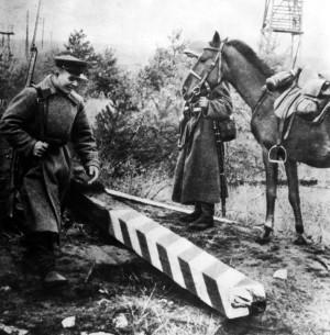 Rudá armáda překračuje ráno 17. září 1939 polské hranice (TASS)