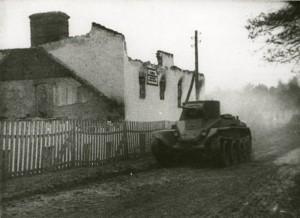 Sovětský tank BT-2 při postupu Polskem. (TASS)