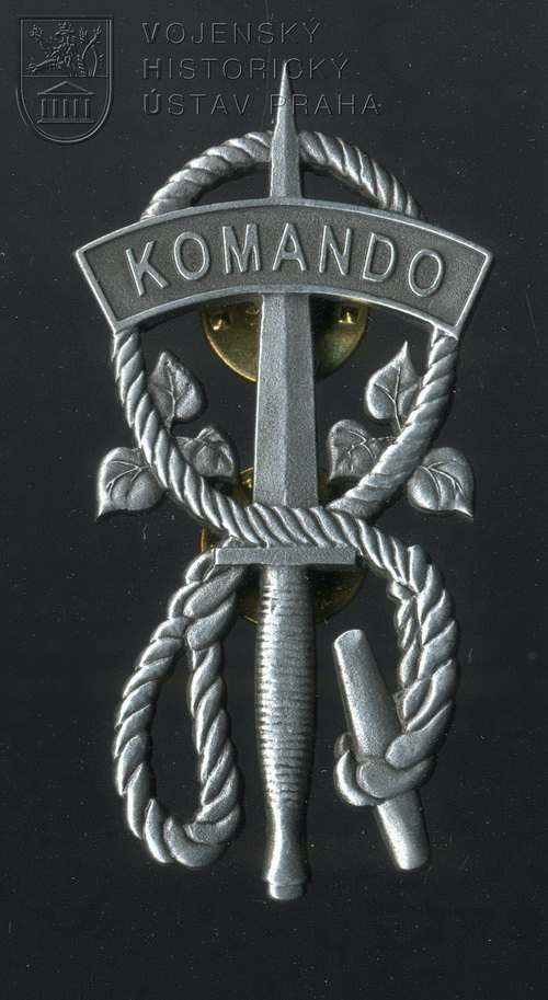 Čestný odznak kurzu Komando udělený in memoriam parašutistovi Adolfu Opálkovi