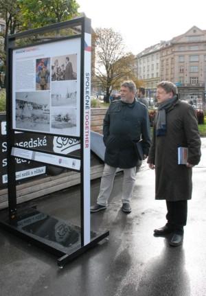 Vlevo Jindřich Marek, spoluautor výstavy, vpravo Jiří Rajlich z VHÚ