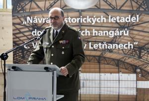 Ředitel VHÚ Aleš Knížek při otevírání hal Staré Aerovky v Leteckém muzeu Kbely