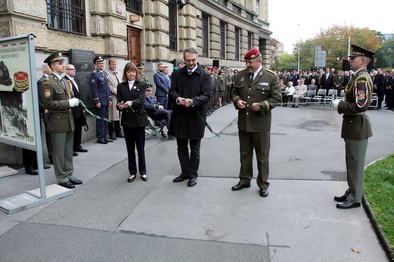 Výstava připomíná rovných 100 let existence Generálního štábu naší armády
