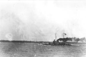 Rakousko-uherský říční monitor třídy Sava při plavbě, první světová válka