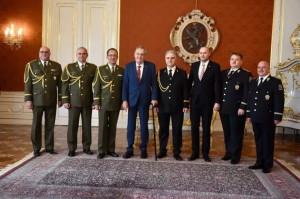 Prezidentem nově jmenovaní generálové, 28. října 2019. Ředitel VHÚ, brigádní generál Aleš Knížek zcela vlevo. Foto Kancelář prezidenta republiky.