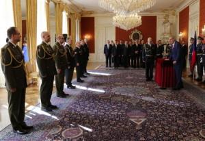 28. října 2019, jmenování nových generálů prezidentem republiky. Ředitel VHÚ Aleš Knížek třetí zleva. Foto MO, Jana Deckerová.