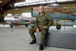 V hangáru Staré Aerovky v Leteckém muzeu Kbely, kde jsou vystaveny stíhací a bombardovací letouny