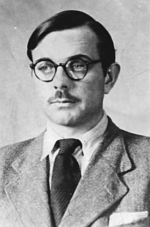 Oldřich Pechal s pozměněnou podobou na snímku, pořízeném v protektorátu. FOTO: VÚA–VHA