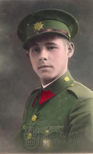 Dobová kolorovaná fotografie vojína Pěšího pluku 2 Jiřího z Poděbrad