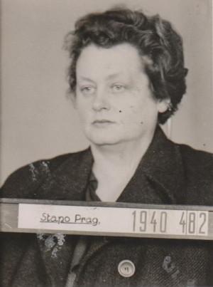 Novinářka Milena Jesenská na fotografii pražského gestapa z roku 1940. Marie Pětrošová pašovala její dopisy do exilu. Později spolu byly vězněny v Ravensbrücku. FOTO: ABS