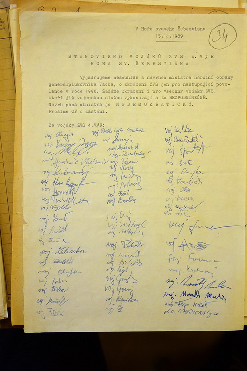Ukázka petice vojáků základní služby z 15. prosince 1989. (VÚA)