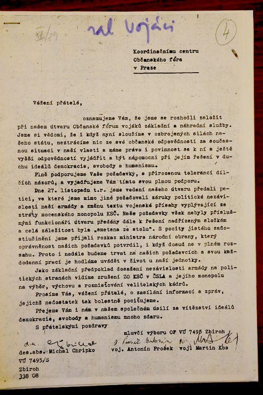 Založení Občanského fóra u VÚ 7495 Zbiroh, po 27. listopadu 1989 (Archiv Ústavu pro soudobé dějiny Akademie věd ČR)