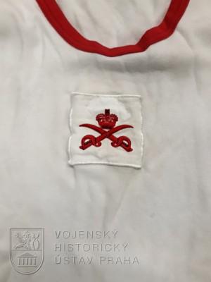 Britský nátělník pro tělovýchovné instruktory, 2000