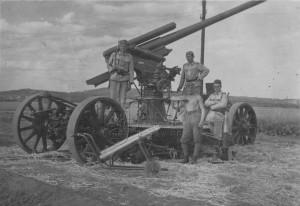 8,35 cm kanón proti letadlům vz. 22 s příslušníky obsluhy