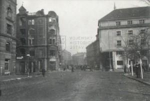 Následky náletu na Prahu 14. února 1945 - Palackého náměstí, vpravo budova ministerstva