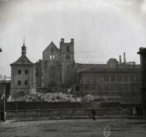 Následky náletu na Prahu 14. února 1945 - pohled na Emauzy