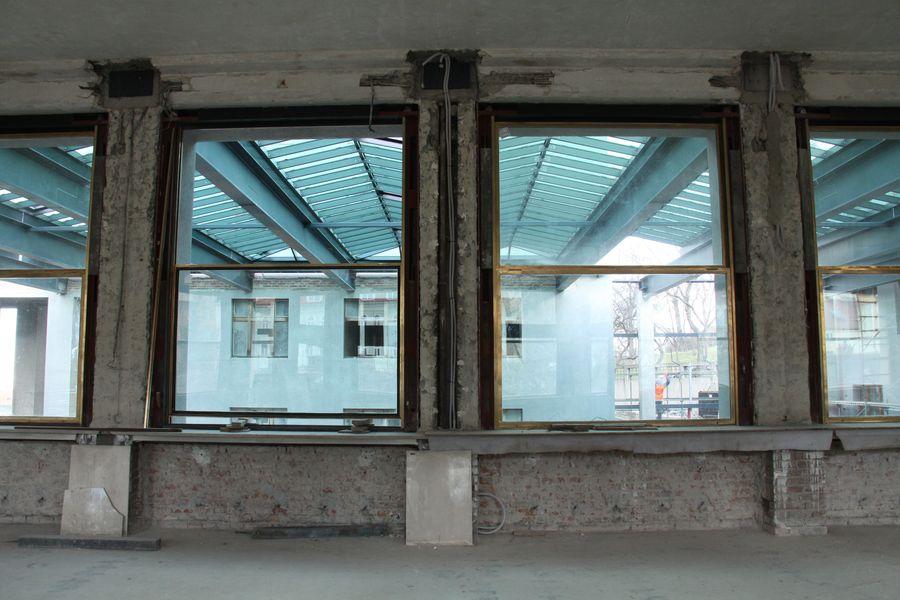Výstavní sál muzea, průhled do nyní již zastřešené dvorany