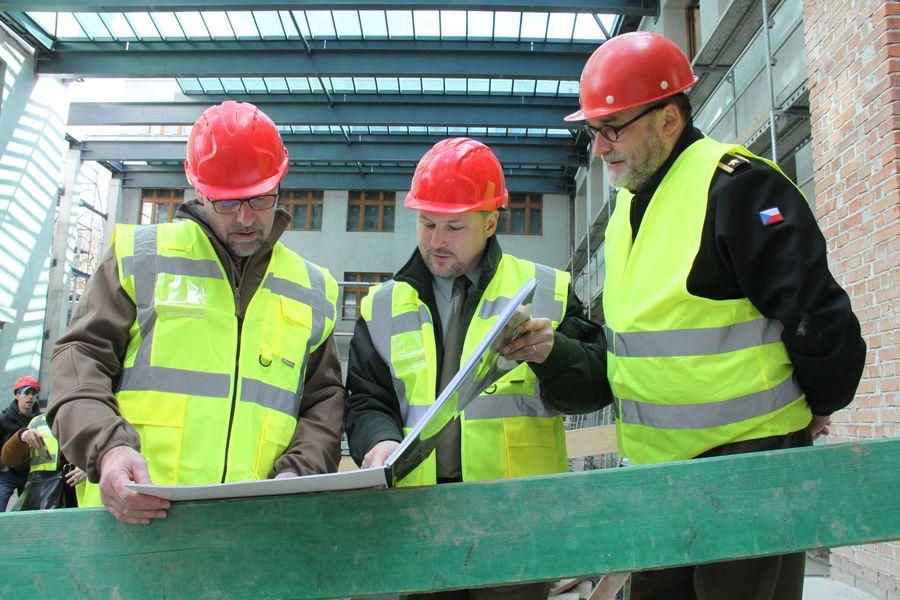 Ministr obrany Lubomír Metnar se seznámil s rekonstrukcí budovy Armádního muzea Žižkov