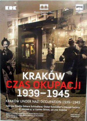 Plakát zvoucí k návštěvě stálé expozice Kraków – Czas okupacji 1939–1945. FOTO: J. Plachý