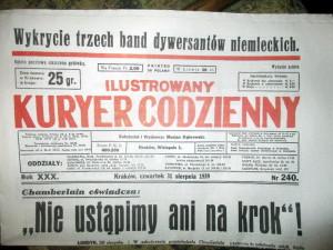 Jedním z interaktivních prvků expozice jsou i reprinty dobových denních listů, do nich se návštěvník může začíst. Na snímku krakovský Ilustrowany Kuryer Codzienny z 31. srpna 1939. FOTO: J. Plachý