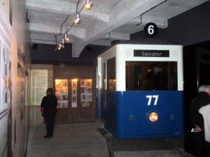Do expozice byla umístěna i dobová tramvaj. Jde o vůz linky číslo 6, jedoucí na konečnou zastávku Salvator, pod Kościuszkovou mohylou na západě města. FOTO: J. Plachý