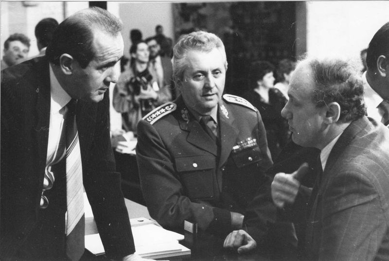 Tři vojenské zákony přinesly v březnu 1990 převratné změny ve vojenské službě