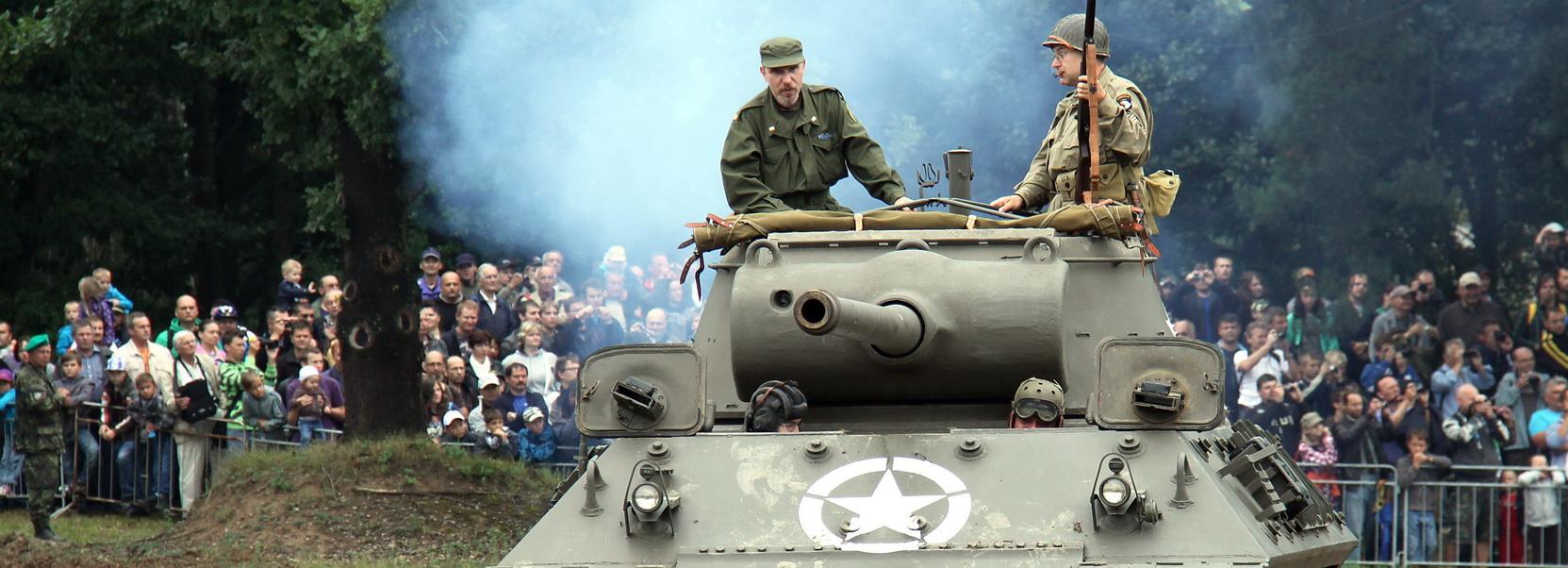 Spojenci ze Západu zamířili do Lešan: fotogalerie americké a britské vojenské techniky