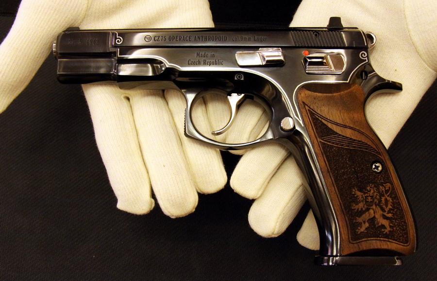 Pistole CZ 75 vyrobená v České zbrojovce z edice nazvané Anthropoid