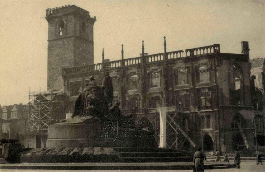 Staroměstská radnice, symbol povstání 1945