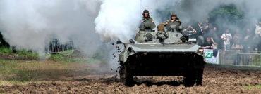 Velká přehlídka sovětských zbraní v českém Posázaví: fotogalerie vojenské techniky