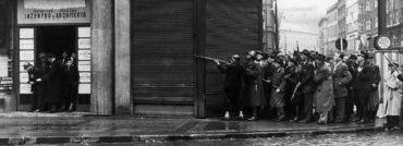 """Výročí """"75"""": unikátní dobové fotografie ze sbírek VHÚ, přímo z pražských ulic během povstání v květnu 1945"""