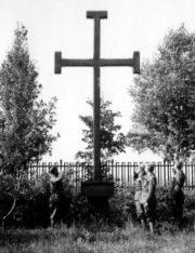 Příslušníci slovenské armády během operace Barbarossa, u památníků československých legií na místě bitvy u Zborova. Foto sbírka VHÚ.