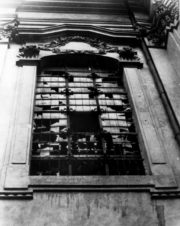 Pozůstatky boje v kostele sv. Cyrila a Metoděje v Praze, který se odehrál 18. června 1942 mezi sedmi československými parašutisty a nacistickou přesilou. Foto sbírka VHÚ.