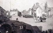 Tanky Cromwell Československé samostatné obrněné brigády během obléhání francouzského města Dunkerque. Foto sbírka VHÚ.