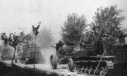 Příslušníci čs. dělostřeleckého pluku 5, který byl součástí 1. československého armádního sboru v SSSR, v květnu 1945 jihovýchodně od Prahy. Foto sbírka VHÚ.