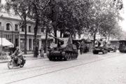 Přesun kolony složené převážně z německých stíhačů tanků Marder III, které byly vyvinutý na podvozku tanku československé konstrukce LT-38. Za války byly vyráběny ve Škodových závodech v Plzni. Foto sbírka VHÚ.
