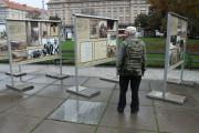 Instalování výstavy v Praze na Vítězném náměstí v roce 2016