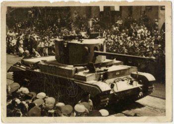 Tank Challenger na přehlídce čs. brigády v Praze